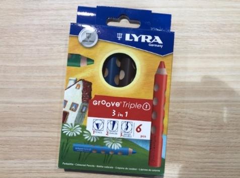 色鉛筆、クレヨン、水彩の3種類の描き心地が楽しめる水彩色鉛筆。芯が柔らかめなので弱い力でも色が出やすく、小さなお子様にもおすすめです。